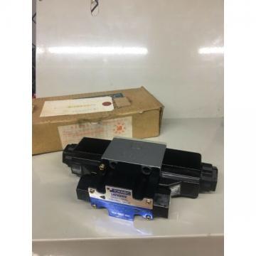 TOKIMEC VICKERS DG4V-3-7C-M-P2-T-7-52 Solenoid Valve